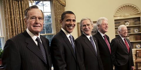 in-the-oval-office-former-president-george-bush-president-news-photo-568874837-1543650570